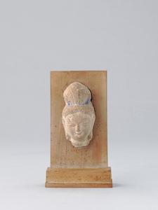 《仏頭》 7-9世紀 石、彩色