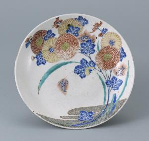 色絵菊流水文皿