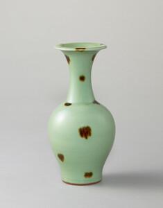 青磁鉄斑文瓶(飛青磁花瓶)